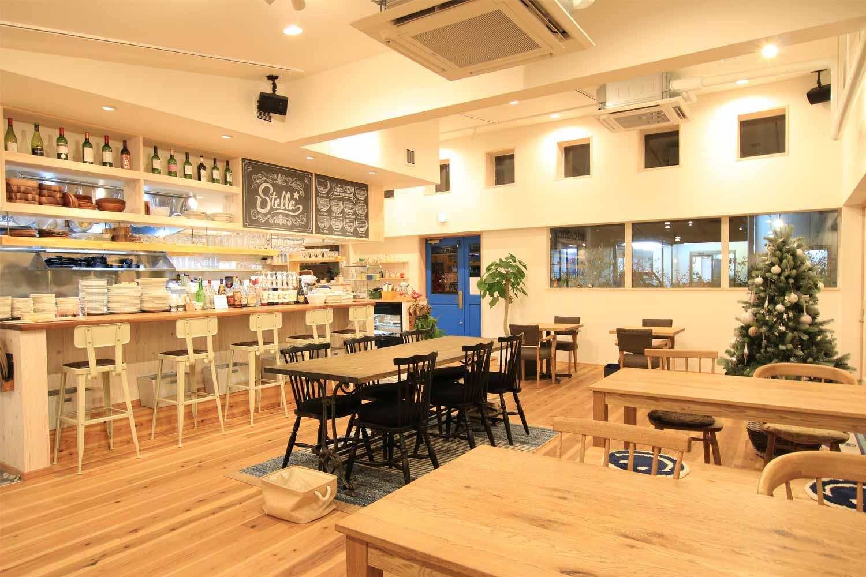 岡山県産フルーツを使ったスイーツや自慢の『ステラロール』。本格エスプレッソコーヒー、瀬戸内の魚介類や地元のフレッシュ野菜を使ったランチとスイーツのお店ステラ